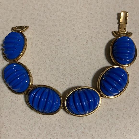 Monet gold tone blue stone bracelet (65)